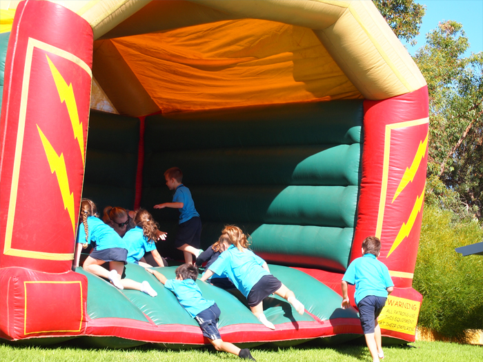 bouncy_castle_001_700